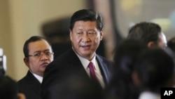 中國國家主席習近平在印尼國會發表過演說後離開國會大廈。 (2013年10月3日)