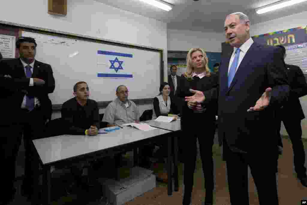 Israeli Prime Minister Benjamin Netanyahu stands with his wife Sara as he speaks to the media after voting in Israel's parliamentary elections in Jerusalem, Mar. 17, 2015.