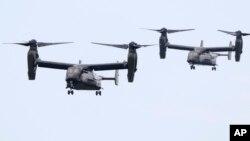 """Los nuevos helicópteros MV-22 """"Osprey"""" que por primera vez vuelan dando apoyo a un despliegue presidencial."""