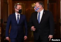 ABD Dışişleri Bakanı Mike Pompeo Azerbaycan Dışişleri Bakanı Ceyhun Bayramov ile birlikte, 23 Ekim Cuma.