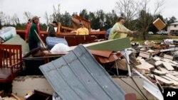 11일 미시시피주 슈퀄랙에서 토네이도로 붕괴된 주택.