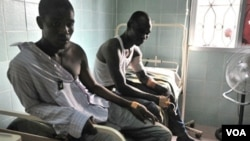 Warga yang cedera dirawat di sebuah rumah sakit di Treichville, Abidjan (8/3).