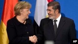 30일 독일 베를린에서 앙겔라 메르켈 독일 총리(왼쪽)와 회담한 무함마드 무르시 이집트 대통령.