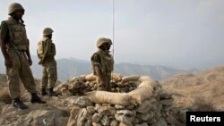 سربازان ارتش پاکستان در یک پاسگاه نظامی در وزیرستان