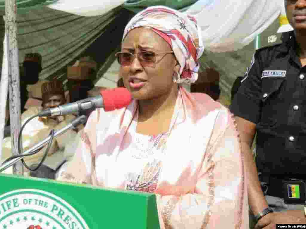 AISHA BUHARI: Ta kai kayan tallafin kayan abinci jihar Borno