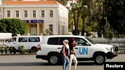 Một chiếc xe của Liên Hiệp Quốc chở các thanh sát viên của Tổ chức Cấm Vũ khí Hóa học (OPCW) ở Damascus, Syria, ngày 17 tháng 4, 2018.