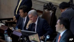 Guatemalan Congress President Luis Rabbe (C) listens to other lawmakers during the second election day for a new Guatemalan vice president to replace Roxana Baldetti, who resigned, inside Congress in Guatemala City, May 13, 2015.