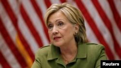 """El director del FBI, James Comey, describió la acción de Clinton como """"extremadamente negligente"""", pero no se encontró evidencia de que la ex secretaria de Estado haya cometido un delito."""