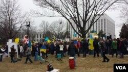 Антивоенный митинг у посольства РФ в Вашингтоне