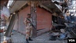 کراچی میں دھماکے کے بعد کا منظر
