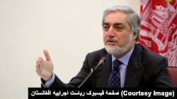آقای عبدالله گفت که برخی عناصر در پی سقوط نظام در افغانستان اند.