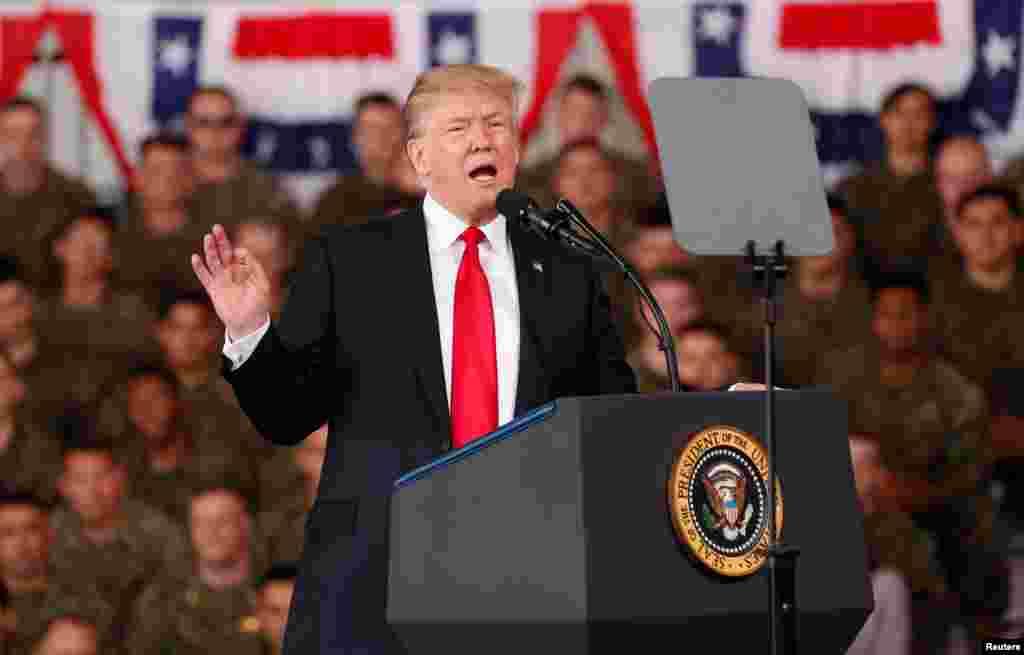 پرزیدنت ترامپ در نخستین سخنرانی عمومی بعد از برکناری وزیر خارجه دولت خود، در جمع نظامیان در کالیفرنیا درباره جمهوری اسلامی گفت ایران پشت هر مشکل در منطقه خاورمیانه است.