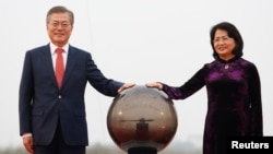 Phó Chủ tịch Đặng Thị Ngọc Thịnh và Tổng thống Hàn Quốc Moon Jae-in, Hà Nội, 22/03/2018.