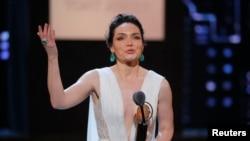 音乐剧《乐队来访》的卡特里娜·伦克获得托尼奖最佳音乐剧女主角奖。(2018年6月11日)