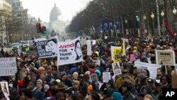 Miles marcharon en Washington y Nueva York pidiendo una justicia igualitaria.