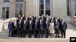 عکس گروهی مقام های شرکت کننده در نشست یک روزه پاریس تحت عنوان «صلح و امنیت در عراق» - ۲۴ شهریور ۱۳۹۳