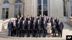 Учасники міжнародної конференції в Парижі