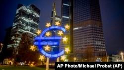 Фото: будівля Європейського центорбанку, Франкфурт