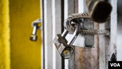 A padlock is seen on one of the shops that remained closed Wednesday. (E.Iob/VOA)