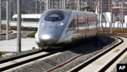 一列高速火車六月27日抵達北京南站。北京至上海線全長1千318公里﹐耗資超過2千200億元人民幣