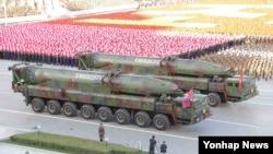 지난 1월 북한 노동당 창건 70주년을 맞아 평양 김일성광장에서 열린 열병식에서 탄두가 개량된 KN-08 미사일이 등장했다.