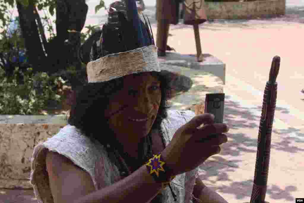 Delegado de una tribu amazónica. (Iscar Blanco, VOA)