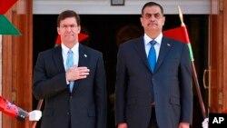 23일 이라크 바그다드 국방부 건물에서 마크 에스퍼 미국 국방장관 환영 행사가 열렸다. 오른쪽은 나자 알샴마리 이라크 국방장관.