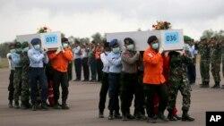 Más cadáveres del vuelo de AirAsia 8501 han sido encontrados en el mar de Java.