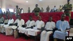 Les membres suspectés de Boko Haram dans la cour de Justice de N'Djamena, le 26 août 2015.