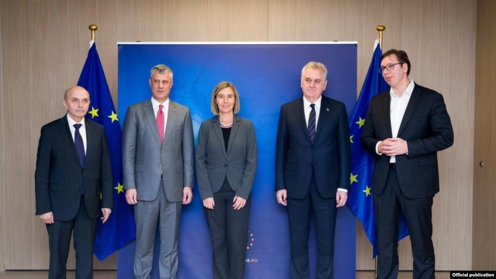 Hashim Thaçi e Aleksandër Vuçiç bisedë telefonike