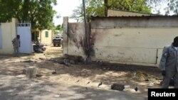Des agents de la sécurité déployés sur le site d'un double attentat à la bombe qui a fait au moins 38 morts le 15 juin 2015 à N'Djamena, au Tchad (Reuters)