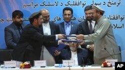 Обмін документами після підписання мирної угоди між афганським урядом і угрупованням Гезбі-Ісламі
