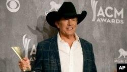 George Strait durante la 49 entrega de premios de la Academia de Música Country.