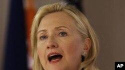 美国国务卿克林顿11月16日在马尼拉