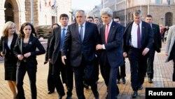 ລມຕ ຕ່າງປະເທດ John Kerry ຢ້ຽມຢາມ Bulgaria