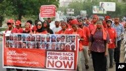 Des manifestants réclament la libération des lycéennes de Chibok enlevées par le groupe Boko Haram, au Nigeria