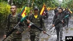 Phiến quân MILF tuần phòng trong doanh trại của họ trong tỉnh Maguindanao, miền nam Philippines