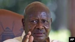 Rais Museveni akizungumza na waandishi.