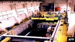 Các thanh nhiên liệu hạt nhân đã sử dụng được giữ trong một hồ nước làm nguội tại cơ sở hạt nhân ở Yongbyon, Bắc Triều Tiên