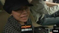 諾貝爾和平獎得主劉曉波的妻子劉霞離開法庭時向媒體哭訴不能接受判決,稱是一種迫害。(視頻截圖)