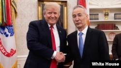 Presiden Donald Trump bertemu Wakil Perdana Menteri China Liu He di Gedung Putih, 17 Mei 2018.