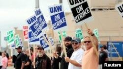 全美汽車工人聯合會的成員周一開始在美國通用汽車公司舉行大罷工,因為雙方在新合同條款方面仍然存在分歧。