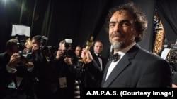 """El director mexicano Alejandro Iñárritu ganó el Oscar al Mejor director por su película """"Birdman""""."""