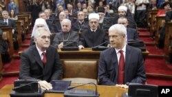 Novoizabrani i bivši predsednik Srbije, Tomislav Nikolić i Boris Tadić, u Skupštini Srbije