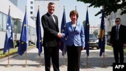 Visoka predstavnica EU Ketrin Ešton i premijer Kosova Hašim Tači tokom susreta u Prištini