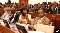 As bancadas parlamentares da Renamo e do MDM