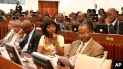 Membros da bancada parlamentar da RENAMO na Assembleia da República de Moçambique (Arquivo)