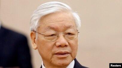 """Tổng bí thư Nguyễn Phú Trọng, trong buổi tiếp xúc cử tri ở Hà Nội hôm thứ Bảy, chỉ trích điều mà ông nói là """"những biểu hiện suy thoái, biến chất"""" trong một bộ phận không nhỏ cán bộ, đảng viên."""