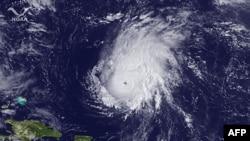 Ảnh vệ tinh cho thấy cơn bão Ophelia ở Đại Tây Dương, ngày 30/9/2011
