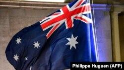 Bendera Australia tengah berkibar. (Foto: AFP/Philippe Huguen)